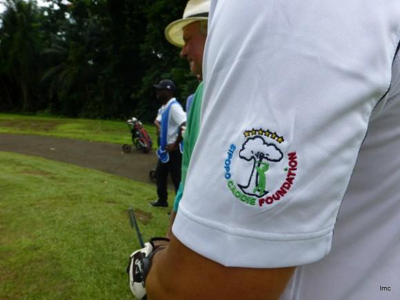 Sipopo Caddie Foundation ayuda a jovenes locales a aprender golf